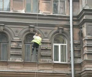 В Петербурге с дома обрушилась штукатурка