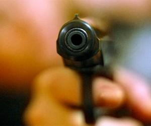 В Купчино посетитель кафе выстрелил мужчине в ногу