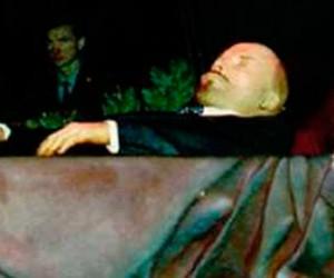 Петербуржцы считают, что Ленина нужно похоронить