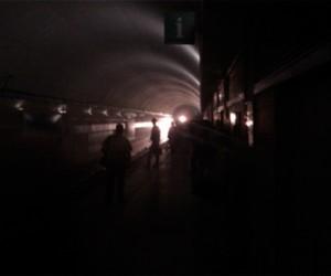 В выходные по Петербургскому метро ходили темные вагоны