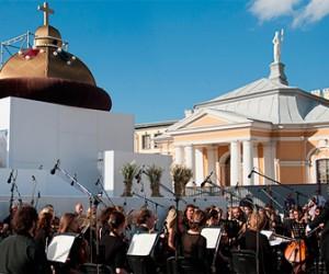 Открылся фестиваль уличного оперного пения