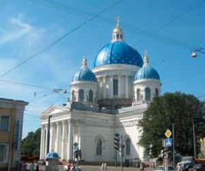 У Троицкого собора неизвестные устроили нелегальную платную парковку