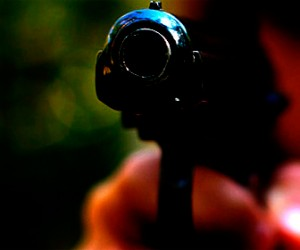 Полицейский выстрелил из травматики в своего обидчика
