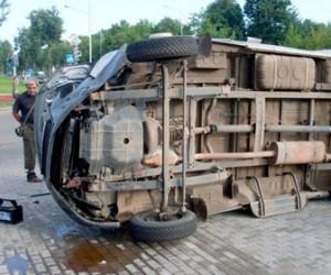 На Косыгина перевернулась «ГАЗель», перекрыв трамвайное движение