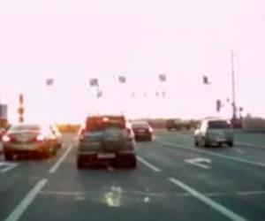 Машина губернатора Ленобласти проехала на красный свет