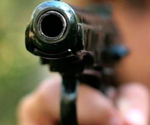 Двое хулиганов разъезжали по деревни и стреляли по домам и людям