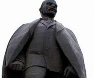 На Шелгунова краской облили памятник Ленину