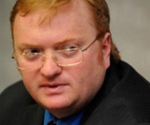 Милонов планирует внести поправки, которые запрещали бы проводить митинги у мечетей и церквей