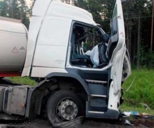 В Финляндии легковушка столкнулась с легковым автомобилем. Произошел взрыв