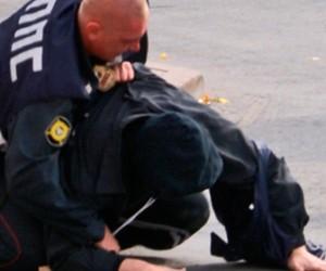 Полицейский получил по голове в процессе задержания хулигана
