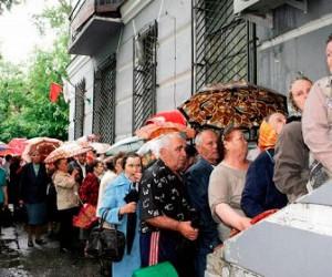 Сотрудницу, которую уволил сбербанк за шутку про пенсионеров, ждут в Сбербанке