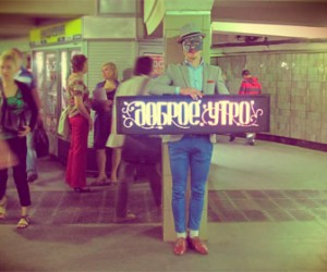 Полицейские задержали активиста, который желал людям доброго утра в метро