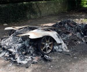 В Спб сгорели два дорогих авто принадлежавших безработным девушкам