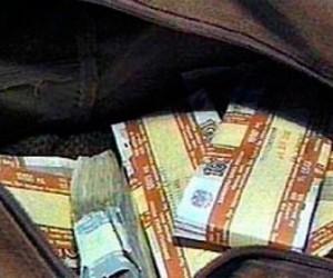 Неизвестные отняли у курьеру сумку в которой лежало больше 1,2 млн. рублей