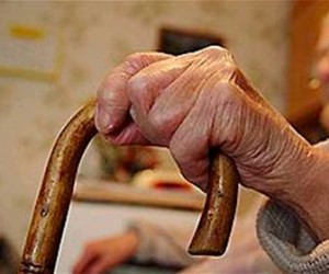 98-летнюю пенсионерку, которую чиновники хотели засудить за 6 тысяч рублей спас анонимный благодетель