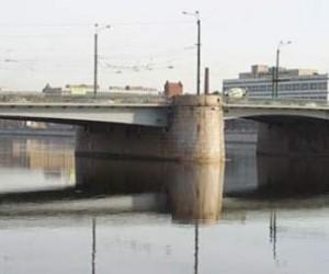 В Петербурге с тринадцатого октября будет ограничено движение по Гренадерскому мосту