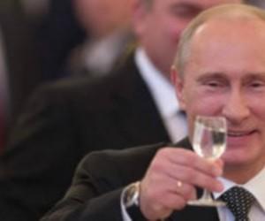 Троих активистов «поздравляющих» Путина, задержали в центре города