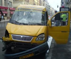 В результате ДТП с маршрутным такси на проспекте Ветеранов пострадали десять человек