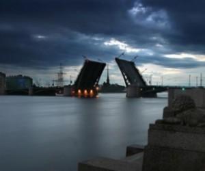 В ночь с пятницы на субботу петербургские мосты будут разведены по особому графику