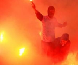 За брошенную на поле петарду наказали как «Зенит», так и «Динамо»