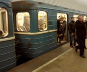 Девушка пыталась покончить с жизнь, прыгнув под поезд в метро