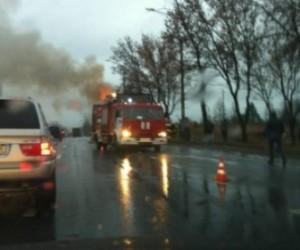 На выборгском шоссе воспламенился тягач