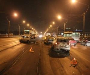 По причине ДТП на мосту Александра Невского встали трамваи