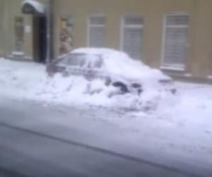 В Центральном районе города эвакуируют автомобили, которые мешают уборки снега