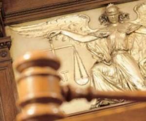 Путин предлагает перевезти судебную систему в Петербург