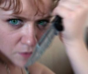 На проспекте Металлистов женщина с ножом порезала двух прохожих