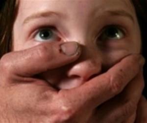 Педофил прокрался в детскую, и там изнасиловал дочку своей спящей сожительницы