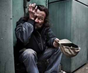 Горожане на Старый Новый год дарят бездомным подарки