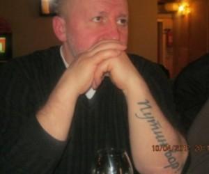 Оппозиционер с татуировкой «Путин – вор» сбежал из России