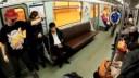Экстремалы в питерском метро прыгали через людей на роликах