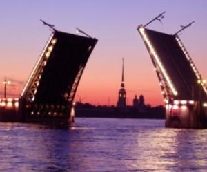 В грядущие выходные Дворцовый мост вновь закроют для движения