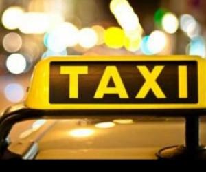 Деятельность 5 нелегальных такси Питера приостановлена.