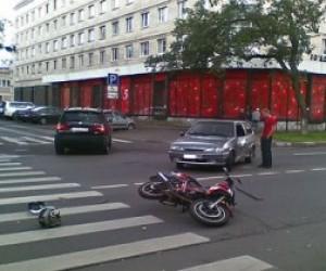 В Петербурге  на скорости мотоциклист врезался в людей