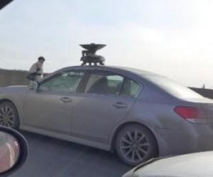 На Троицком мосту замечено странный автомобиль
