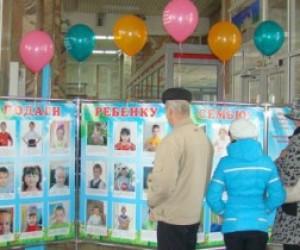 Выставка с фотографиями сирот в Петербурге