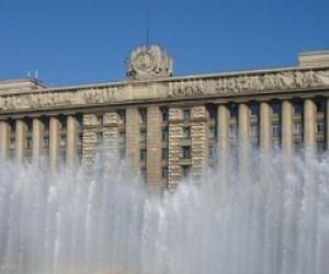 В дни ВМФ и ВДВ питерский водоканал обратился к жителям с просьбой не купаться в фонтанах