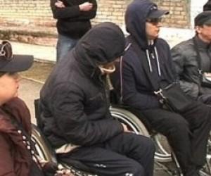 Инвалиды-колясочники устроили акцию протеста