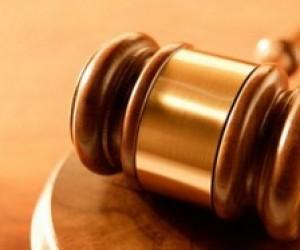 Таможенника, осужденного за кражу, уволили из-за вранья