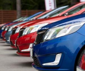 В Петербурге автомобильный рынок поддержат выдачей льготных кредитов и внедорожниками