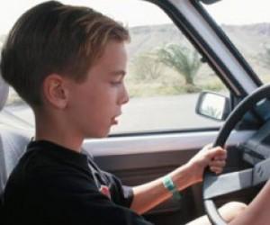 Папа научил 11-летнего сына как угонять автомобили