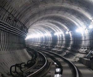 Смольный не планирует строительство метро до Пулково