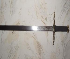 По Питеру прогуливался мужчина с самодельным мечом