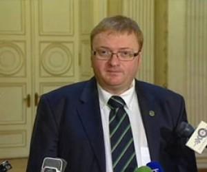 Скандальный Виталий Милонов добивается запрета на суррогатное материнство