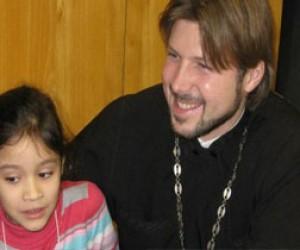 Священник Глеб Грозовский, обвиняемый в педофилии, находится в Израиле