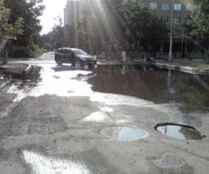 Дорожные озёра на питерских улицах