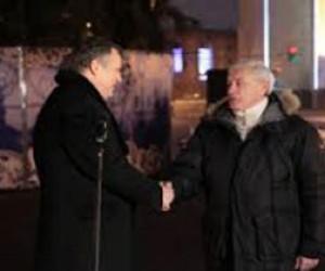 Губернаторы зажгли новогоднюю ёлку